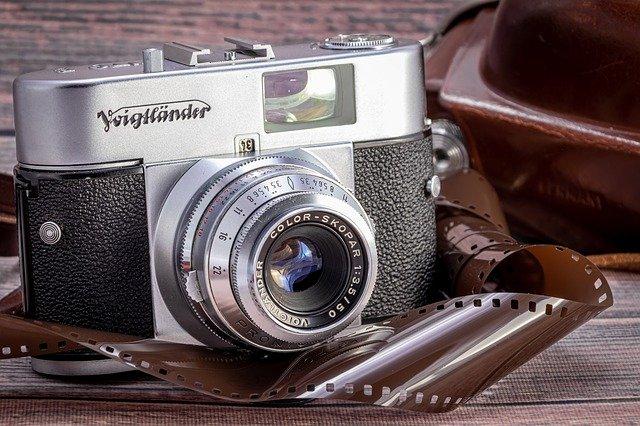 コシナのカメラ・レンズの魅力と買取相場について